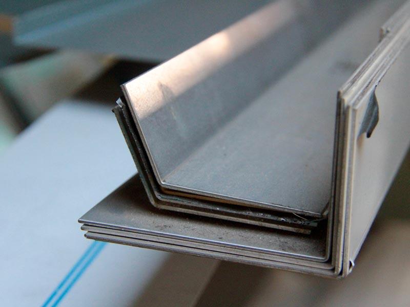 Bouscataise de Serrurerie, Fabrication sur-mesure de pièces metalliques en inox, acier et aluminium de grande longueur à Bordeaux-Le Bouscat